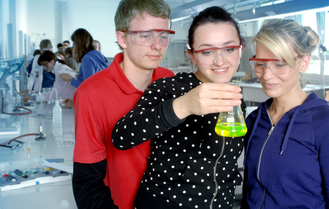 Dreijährige Berufsfachschule - Chemisch technische Assistenten